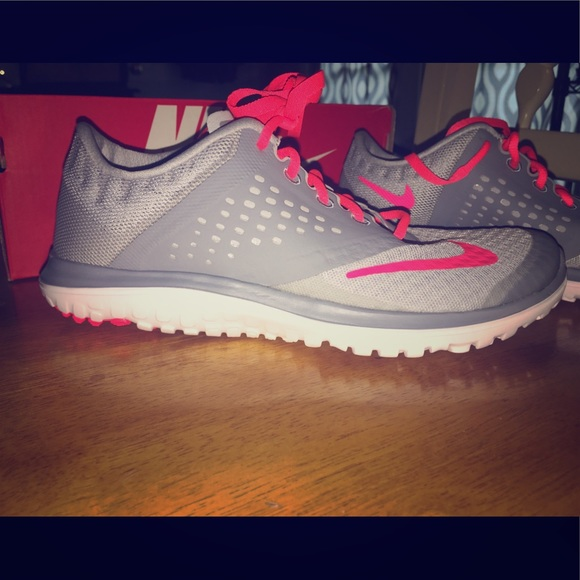 Women's size 6 Nike running shoes